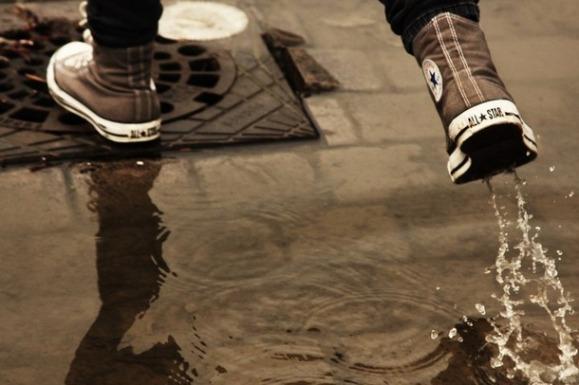 Kiša je pala, kao što padne svakog puta kada tačno određen broj ljudi na planeti obuče starke